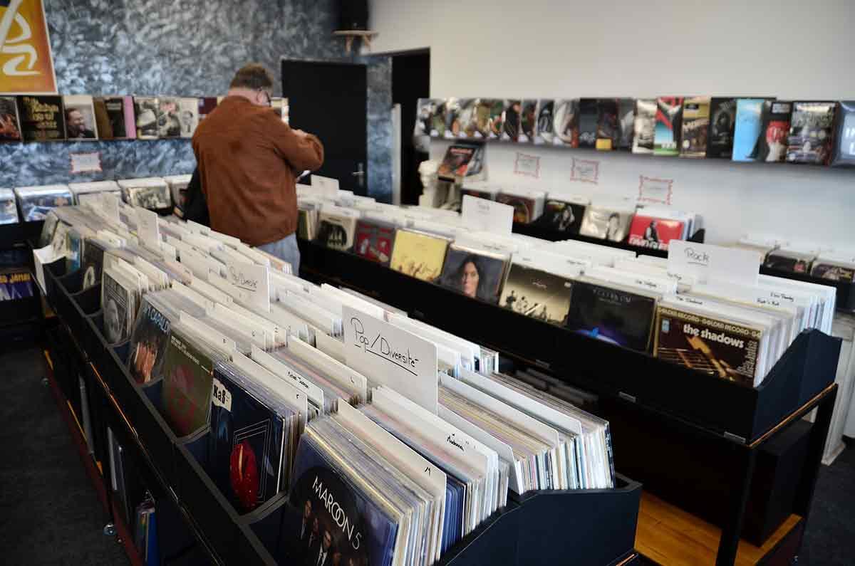 large choix de disques vinyles vintage compiègne