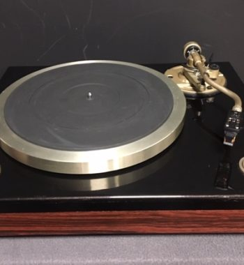Image d'une platine vinyle denon modele dp-900 m en bois / noir