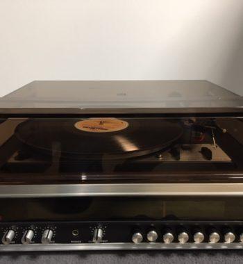 Image d'une platine vinyle dual modèle 1225 amplifié avec tuner